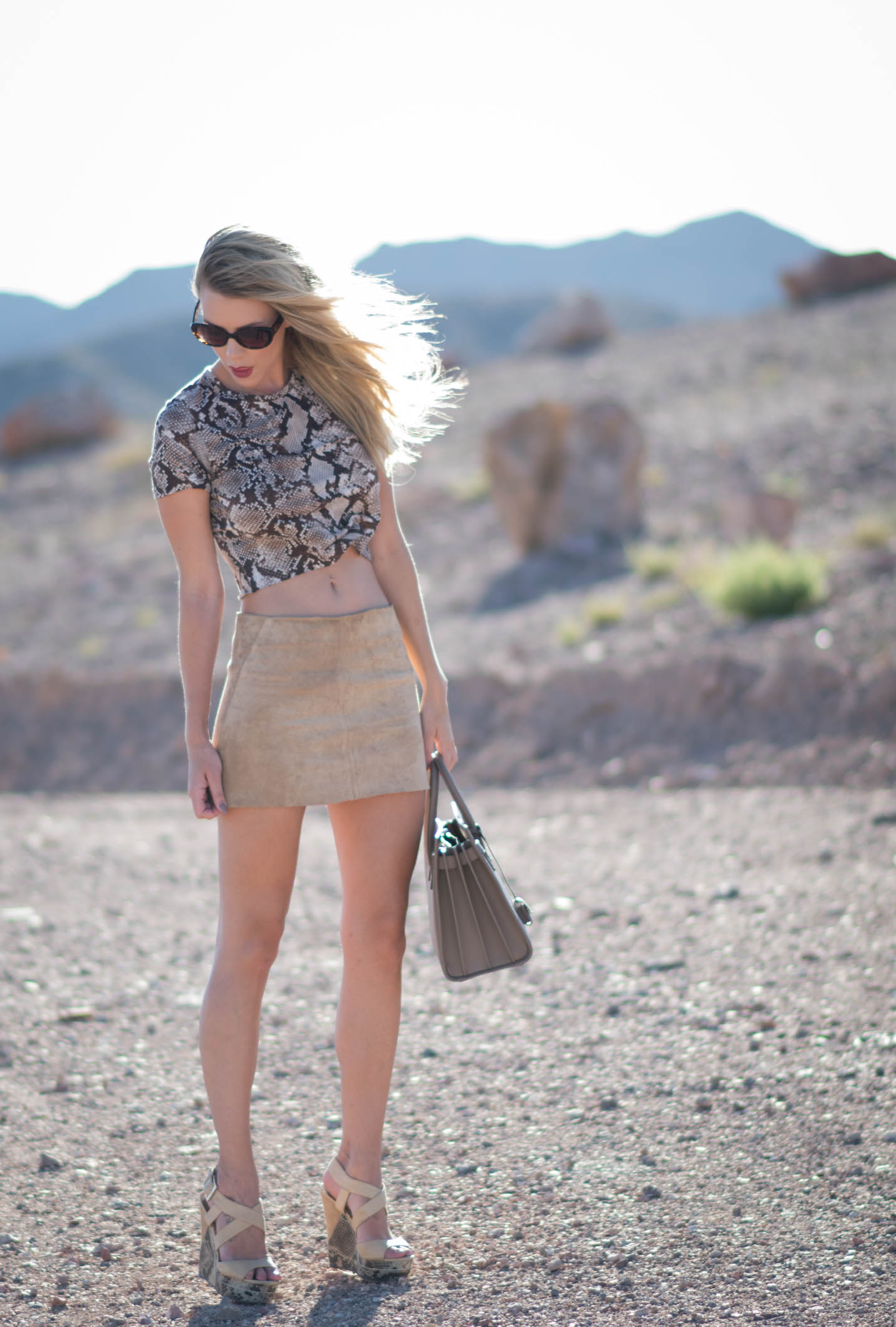 how to wear a suede mini skirt