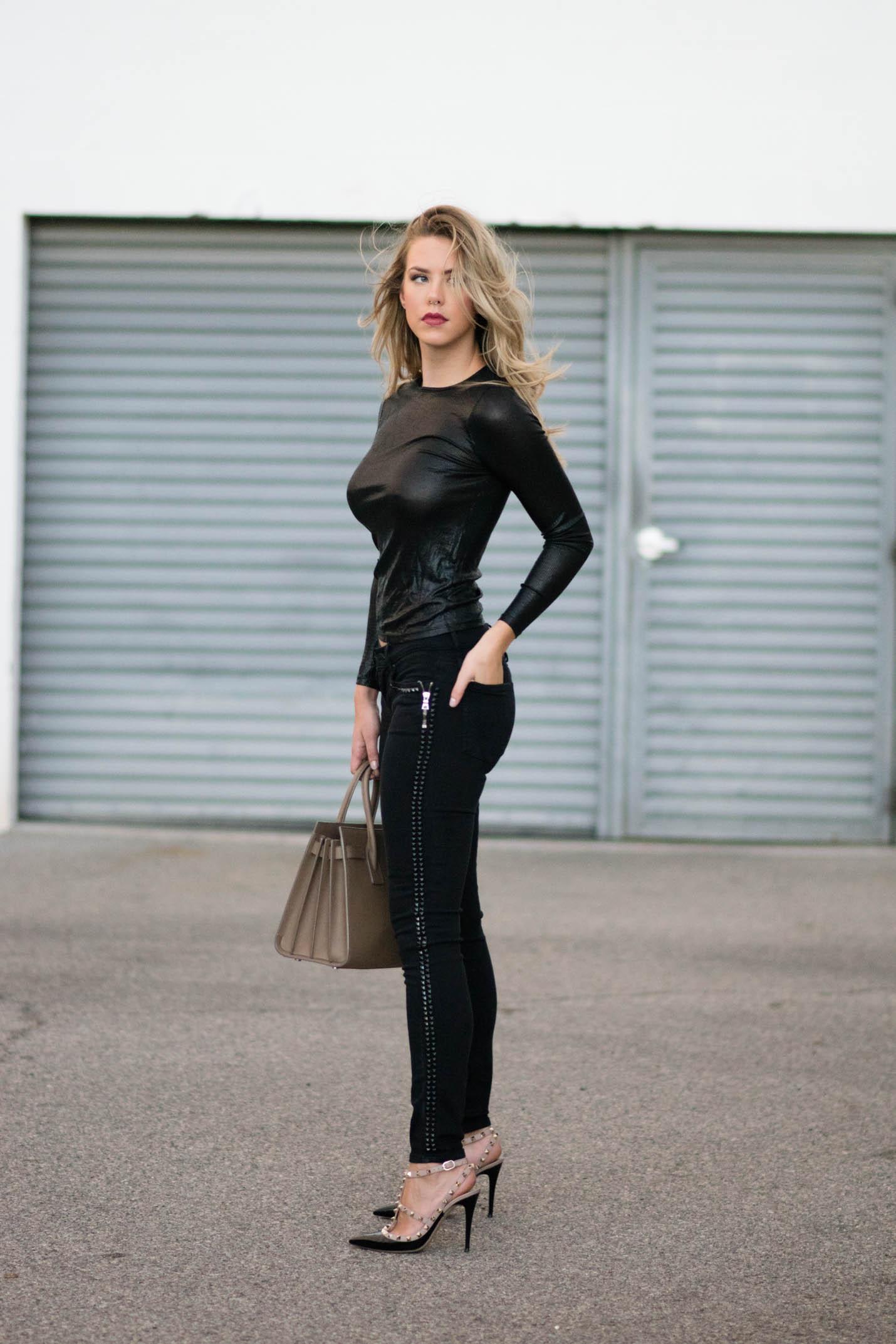valentino rockstud pumps black/blush