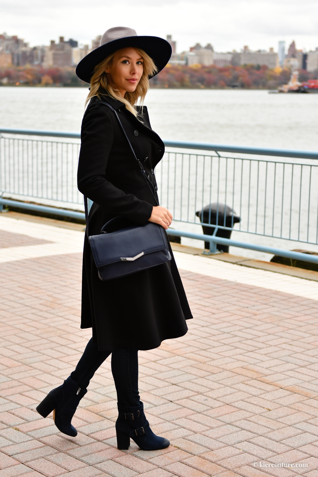 How to wear navy and black