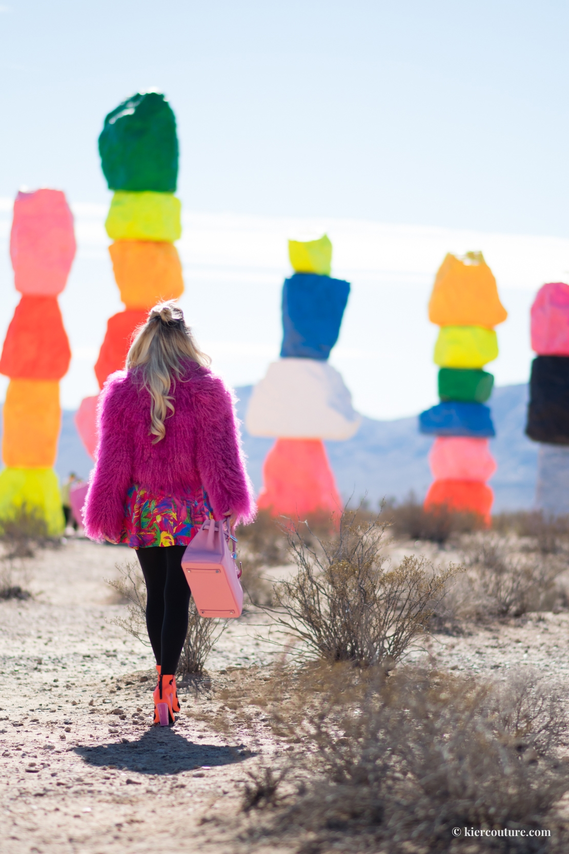Painted rocks in Las Vegas: Kier Couture at Seven magic mountains / 7 magic mountains.
