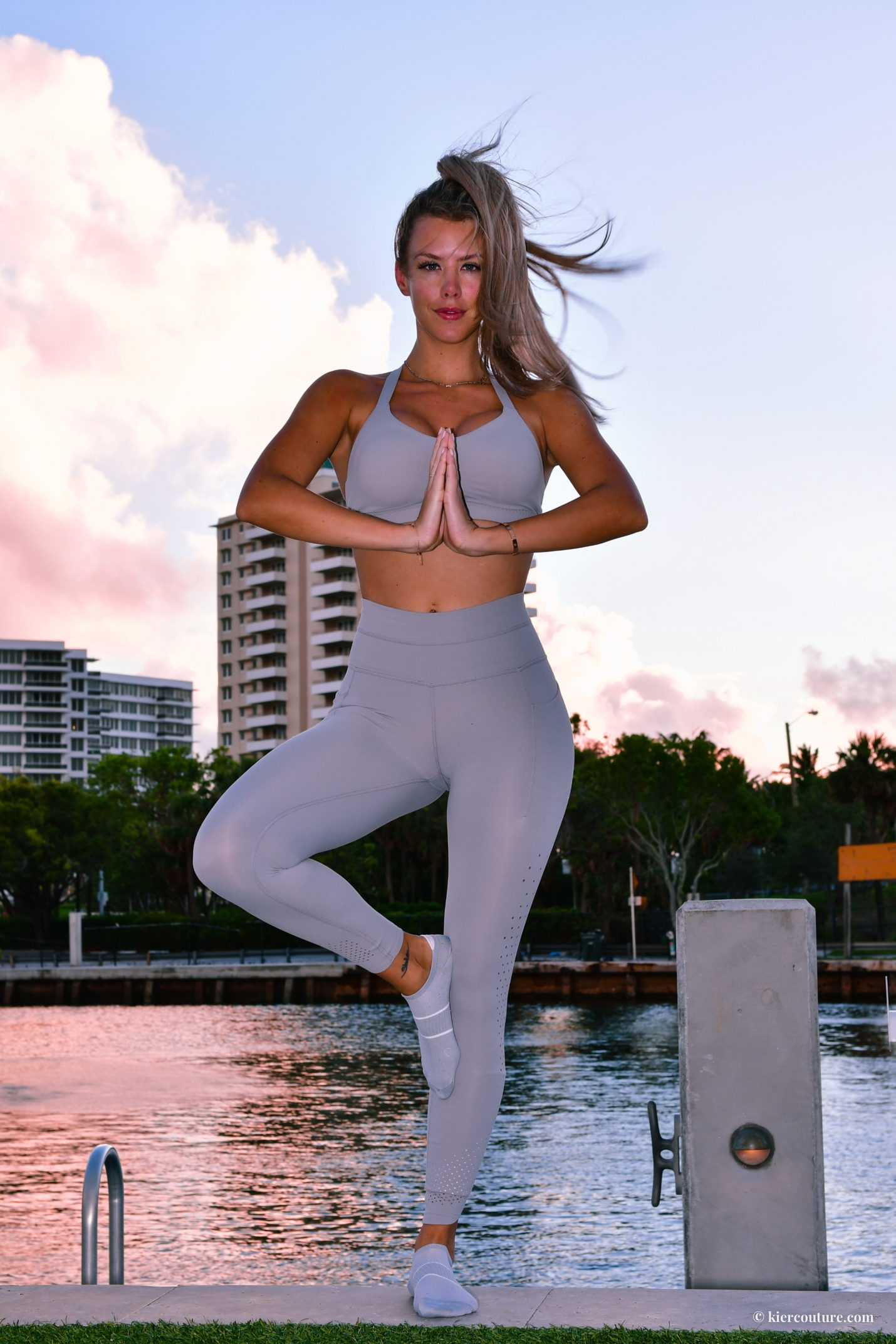 Athleta chakra tight